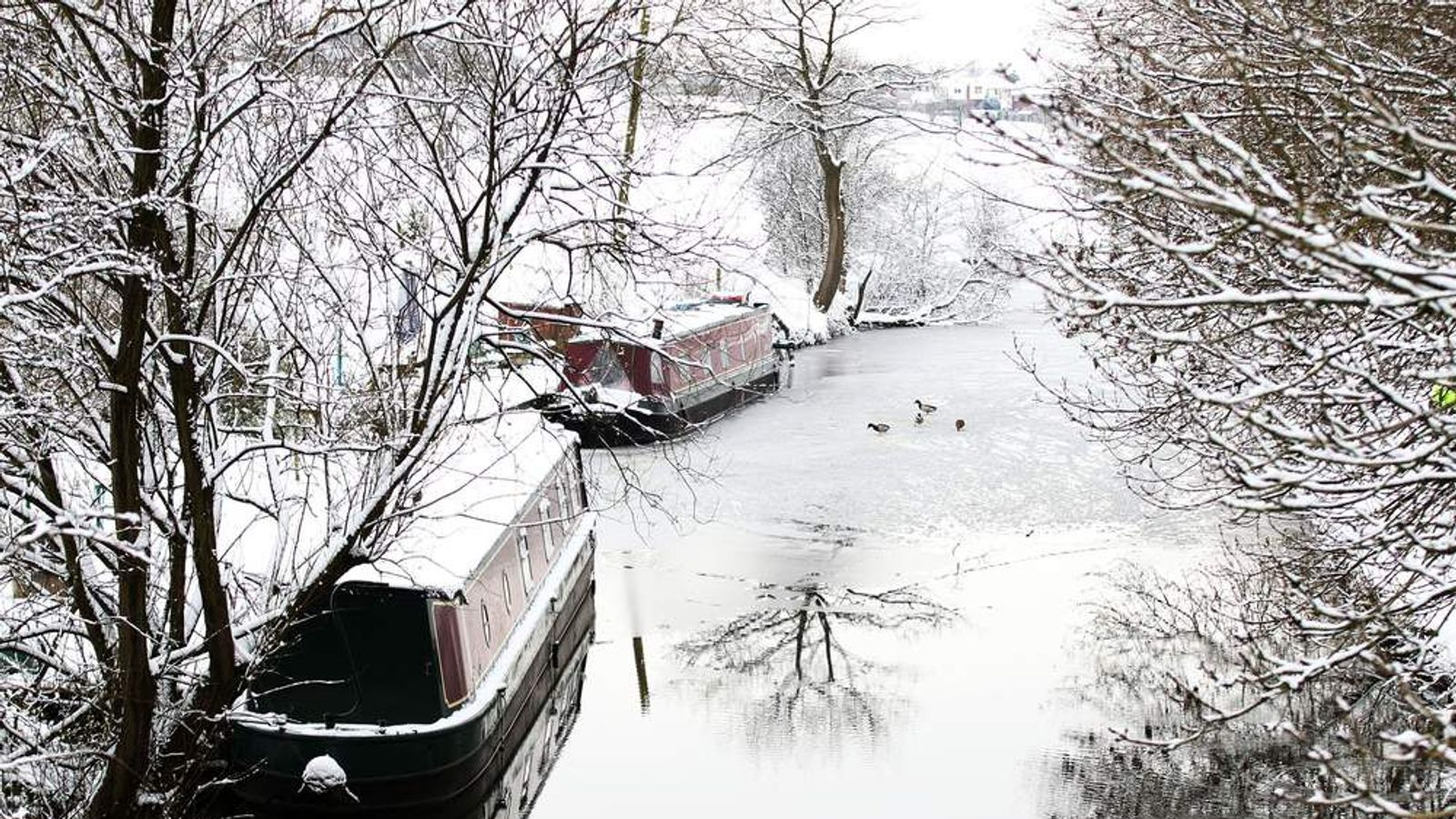 Winter weather - Boats on canal at Gurnet Aqueduck, Sutton, Cheshire