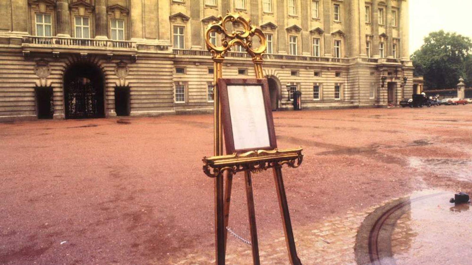 The Royal easel