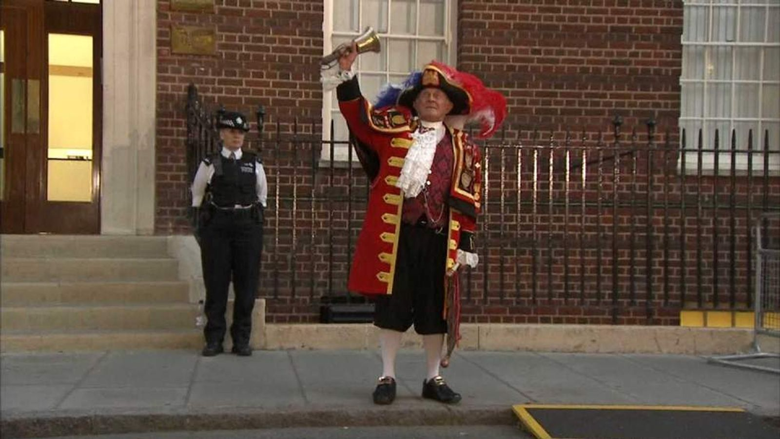 Town Crier at Lindo Wing