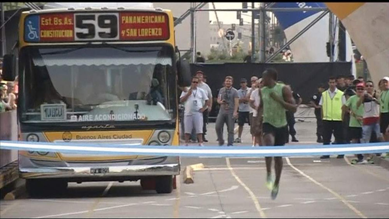 Usain Bolt runs against bus in Buenos Aires