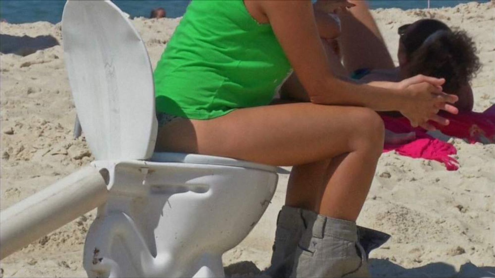 Rio toilet protest