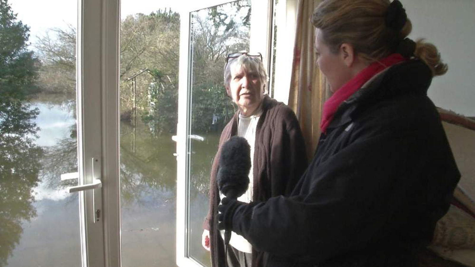 Lorna Dunkley with a Wraysbury resident in her flooded garden