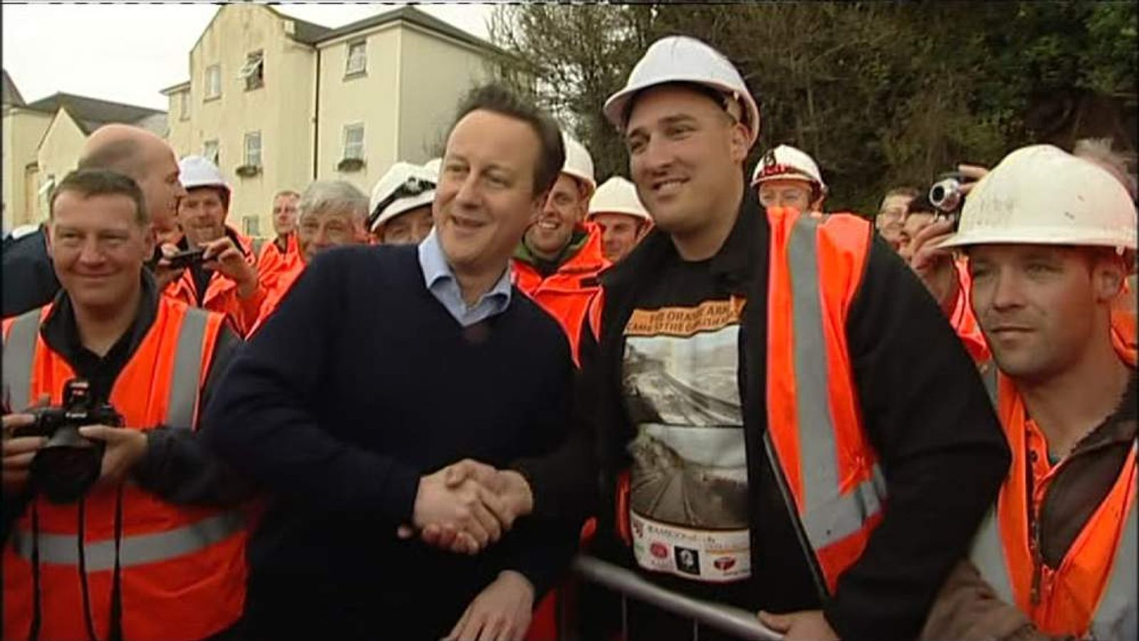 David Cameron thanks rail workers in Dawlish