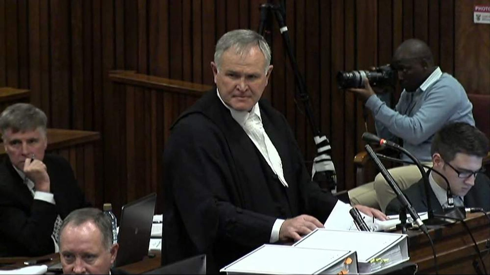 Oscar Pistorius describes moment he grabbed gun from beneath his bed