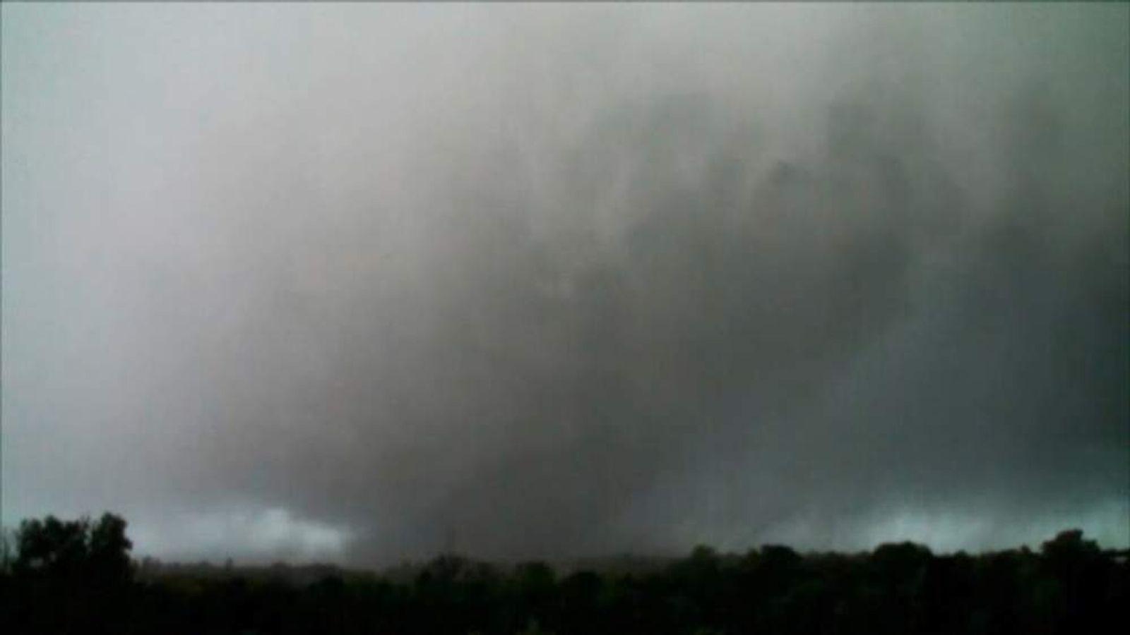 Mississippi tornado forms