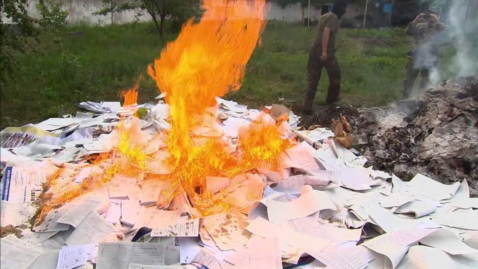 Ballot papers burned in eastern Ukraine