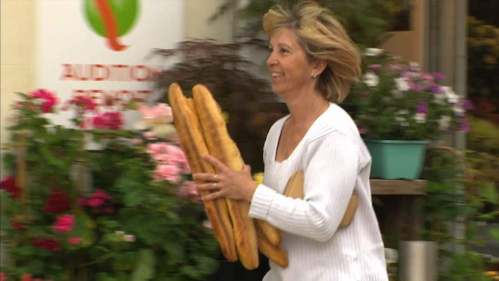 Euro elections: woman with loaves of bread in Viller-Cotteray
