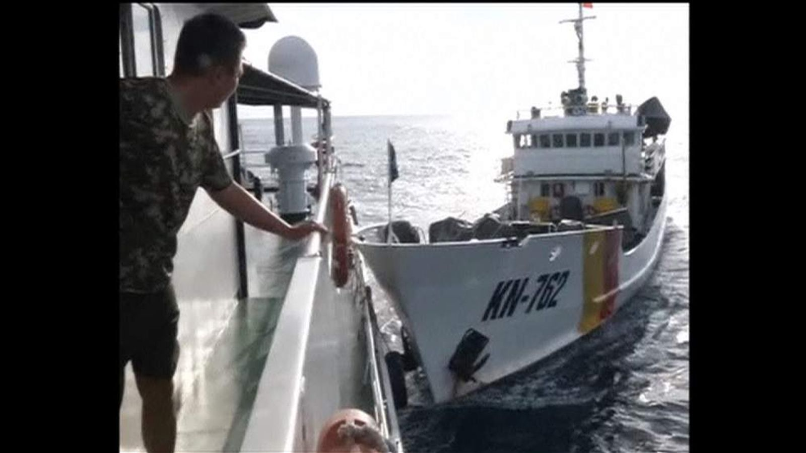 Chinese and Vietnamese ships clash in territory dispute