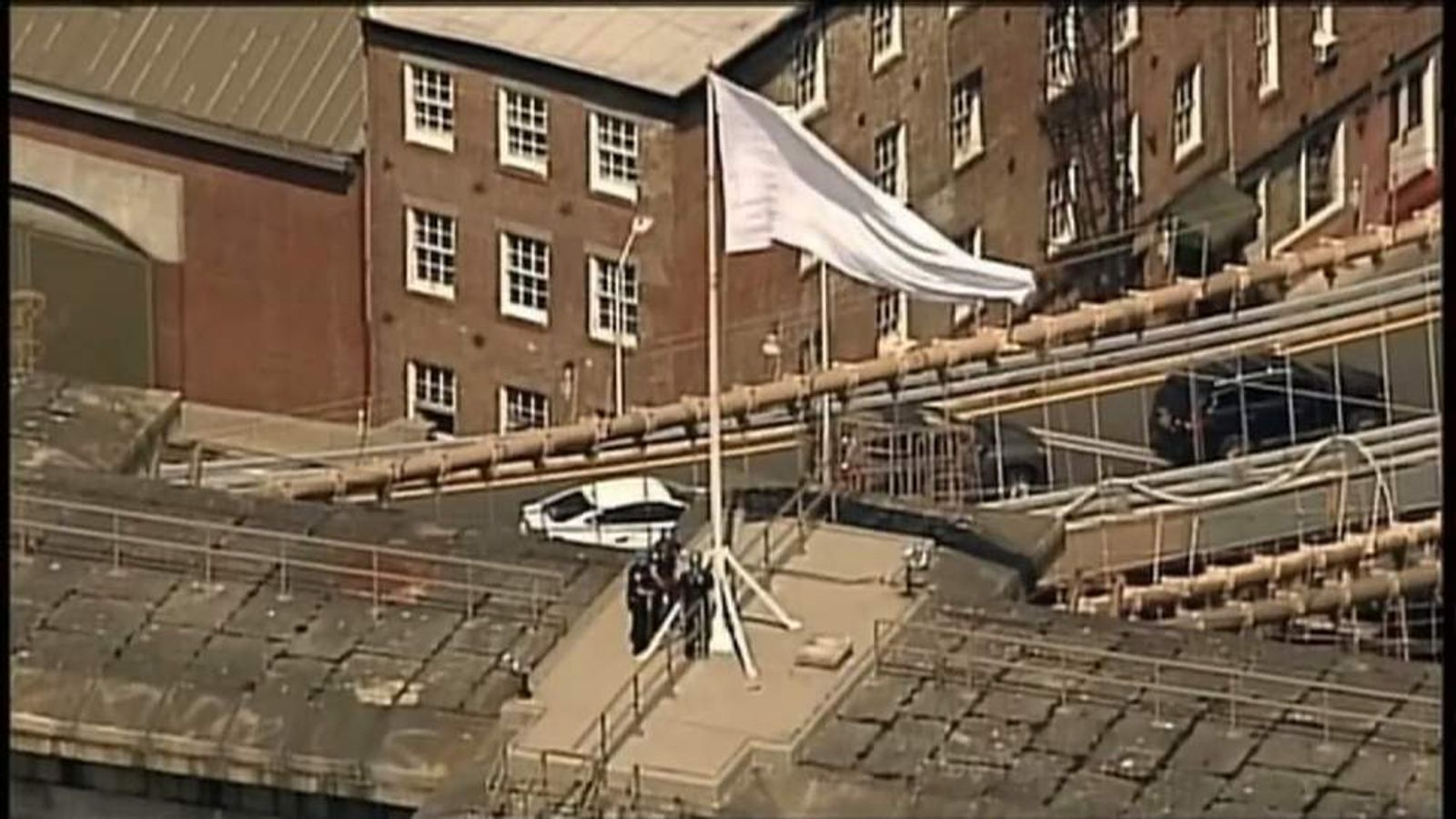 White flags mysteriously appeared on the Brooklyn Bridge