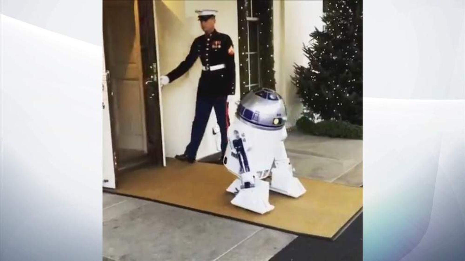 R2-D2 enters the White House
