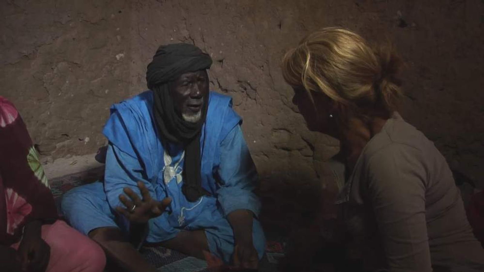 Sky's Alex Crawford talks to a resident of Timbuktu