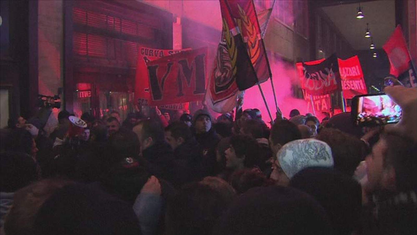 Fans Greet Mario Balotelli In Milan