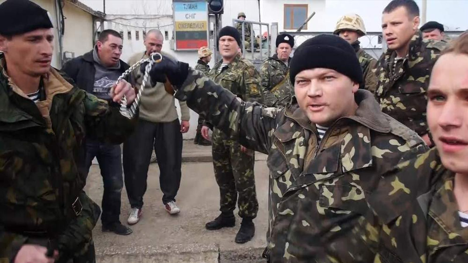 Russian sympathisers held in beseiged Ukrainian military base