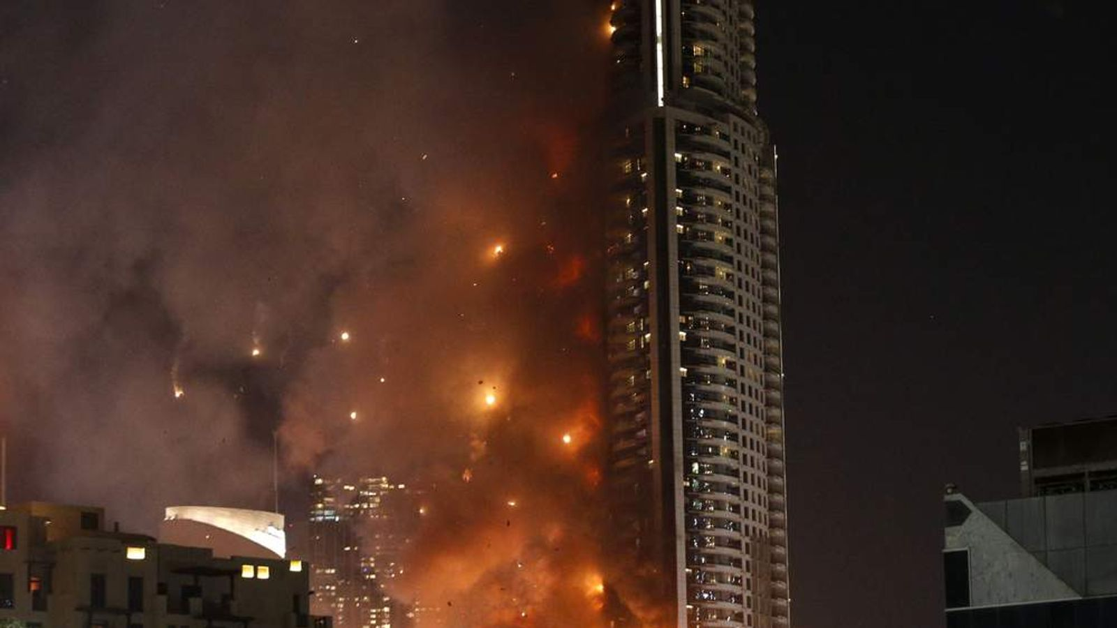 Massive fire engulfs luxury hotel in dubai for What s the most expensive hotel in dubai
