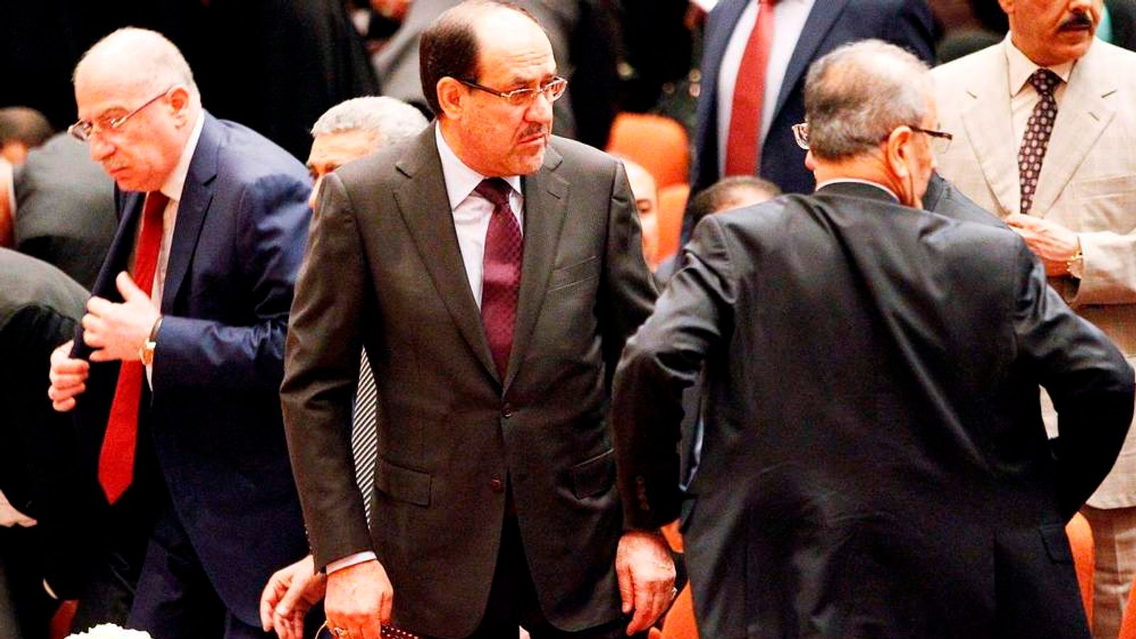 Iraqi PM Nuri al-Maliki (c) with colleagues in parliament