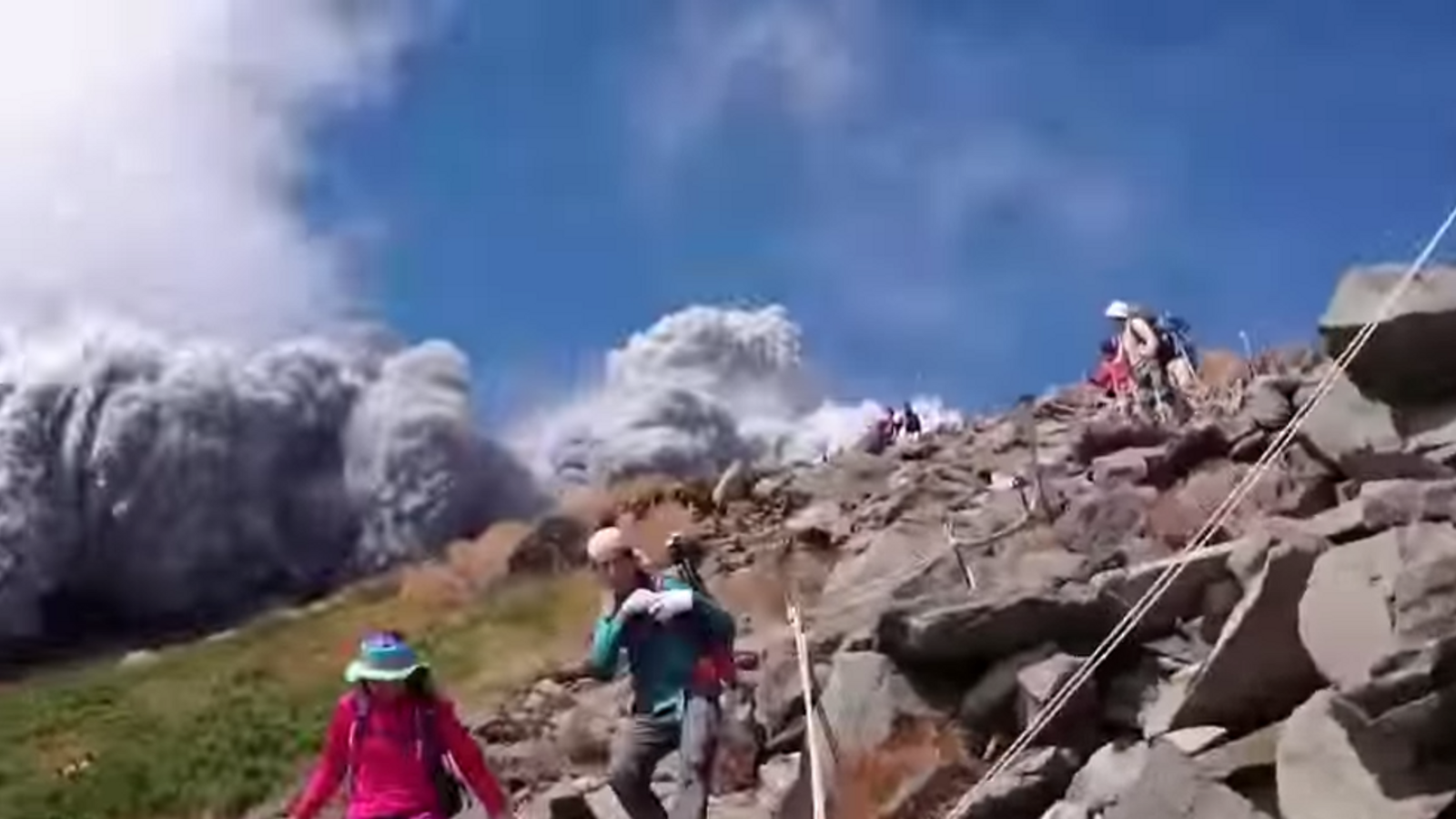 Hikers flee Mount Ontake volcano