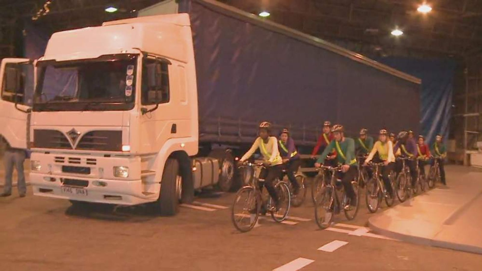 cyclists in Lorry blindspot