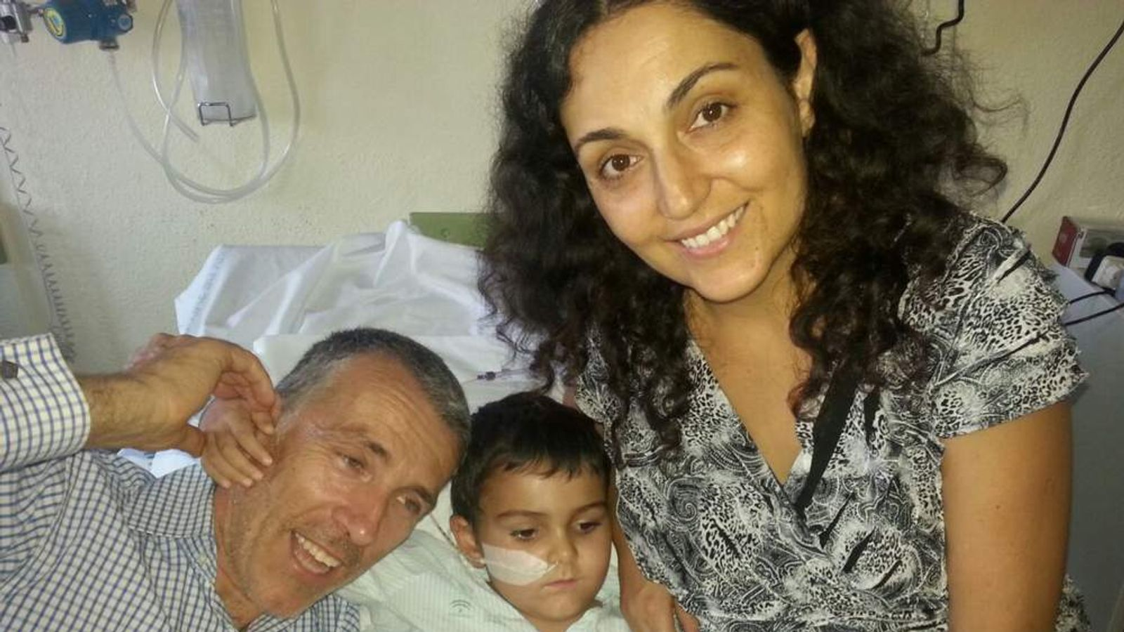 Ashya King with parents Brett and Naghemeh King
