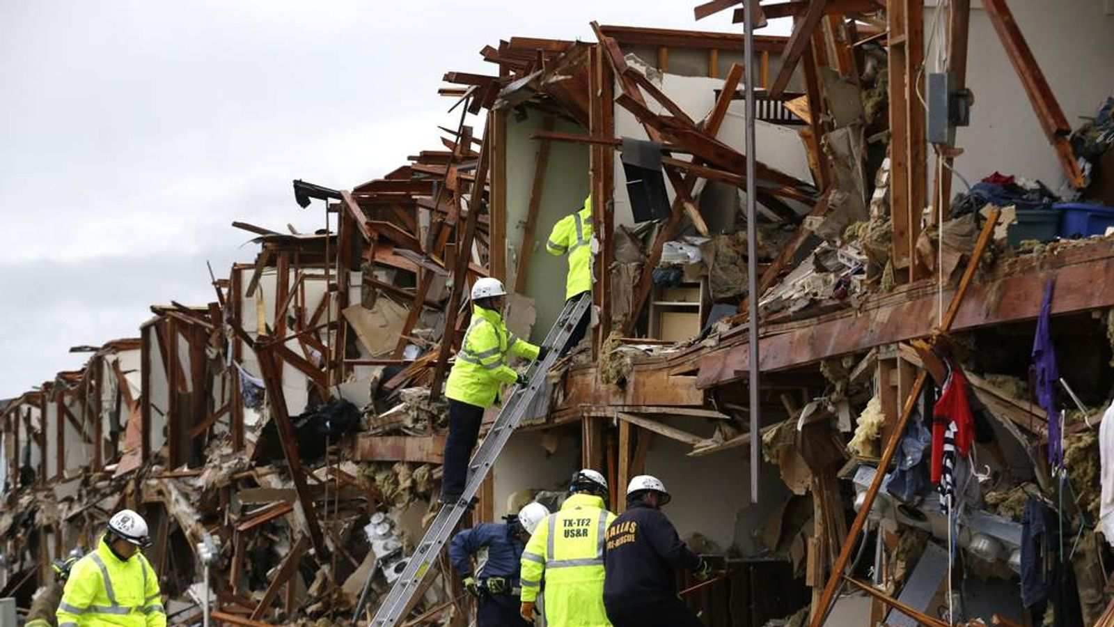 Search for survivors at apartment after Texas fertiliser plant explosion