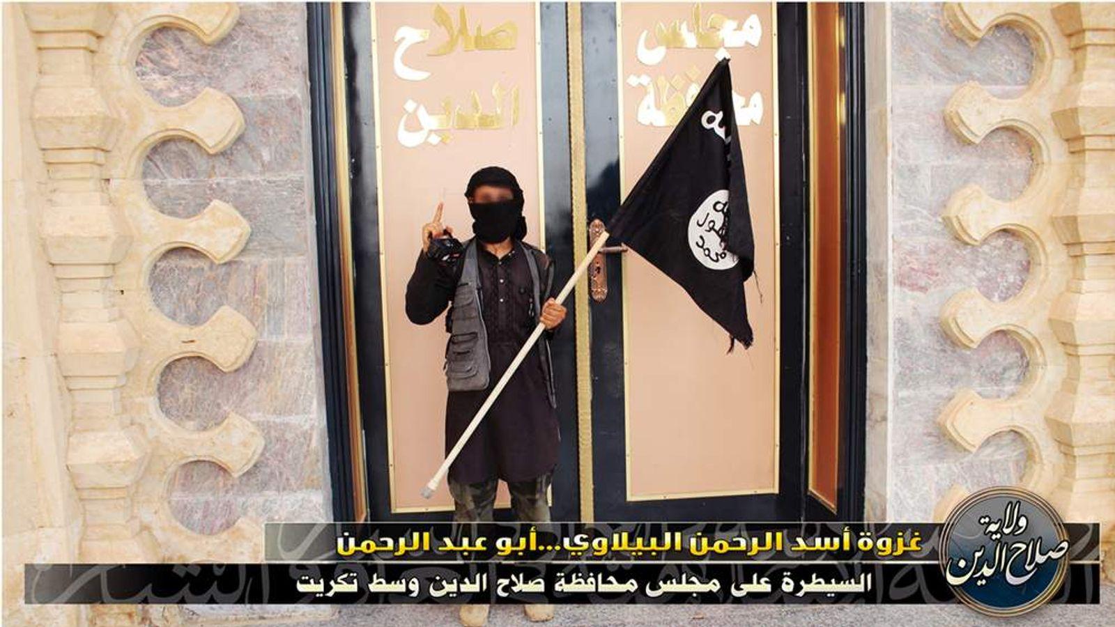 ISIS Militants Massacre Hundreds of Iraqi Soldiers