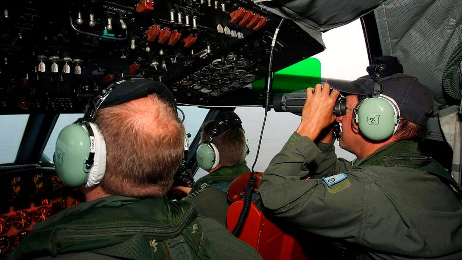 Crew look out from RAAF aircraft cockpit during search for missing Malaysia Airlines Flight MH370