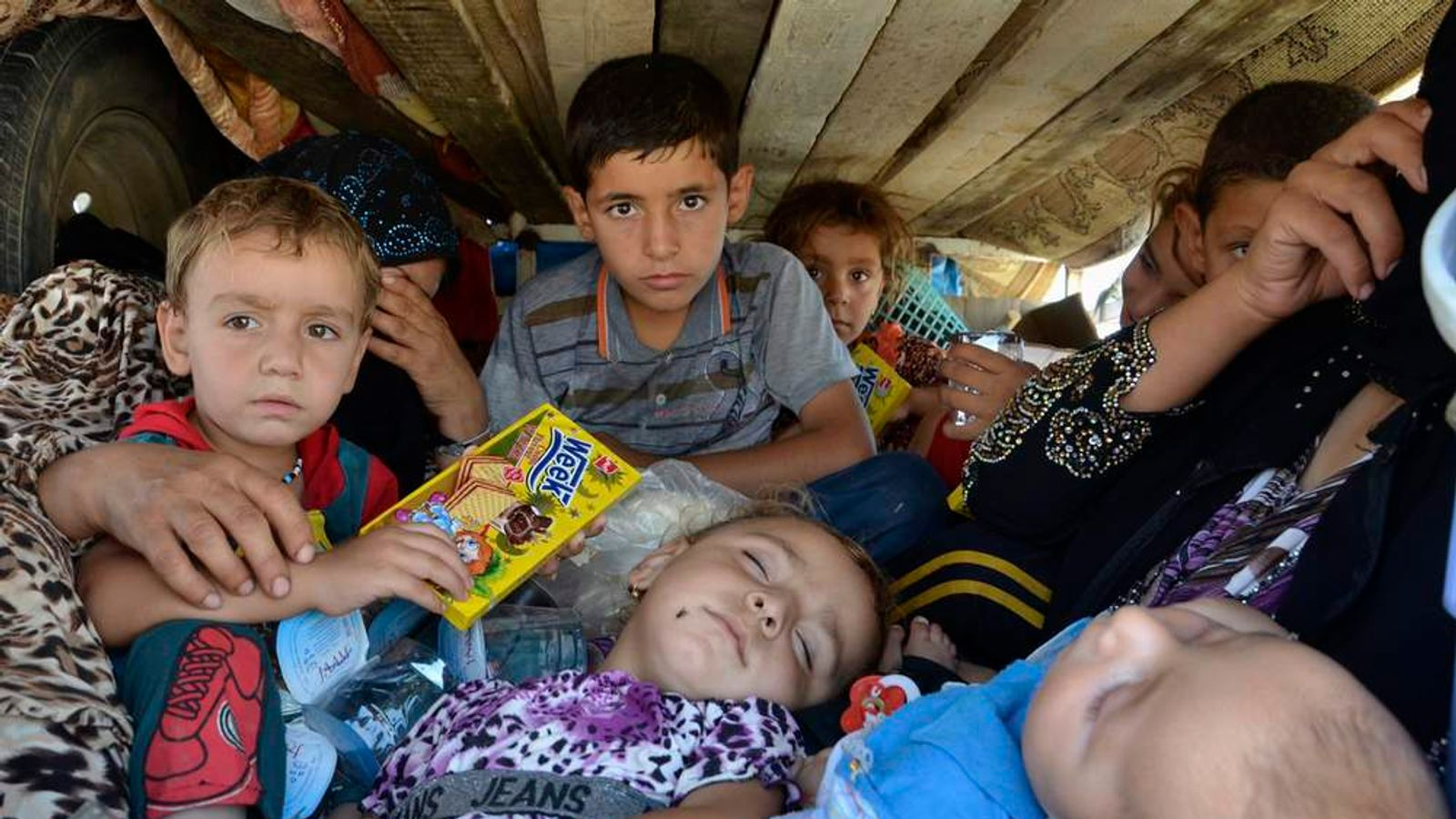 Displaced people, who fled from the violence in the province of Nineveh, arrive at Sulaimaniya province