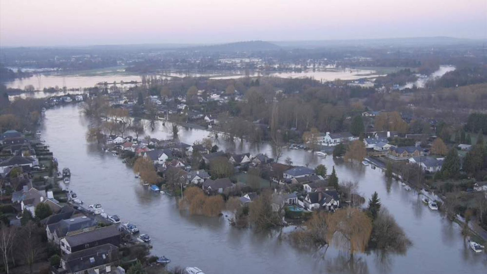 River levels remain high on the Thames
