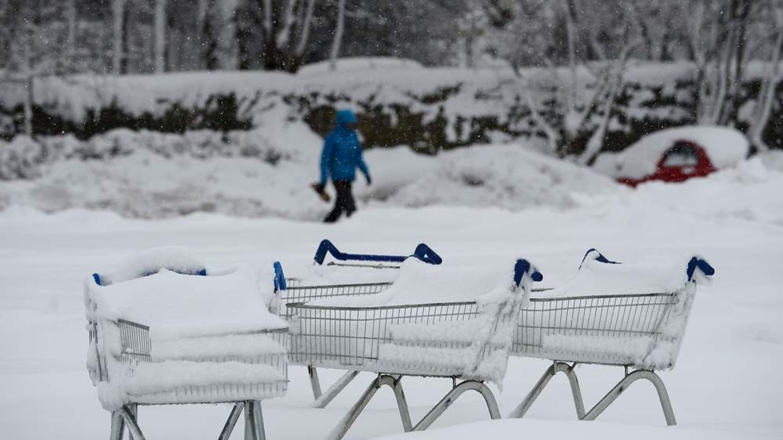 BRITAIN-WEATHER-SNOW