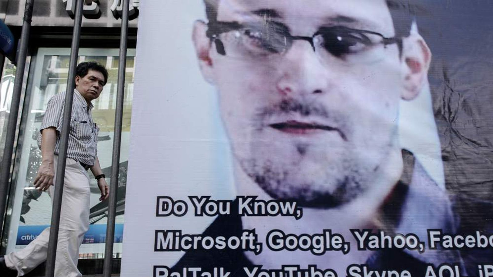 Banner in support of Edward Snowden