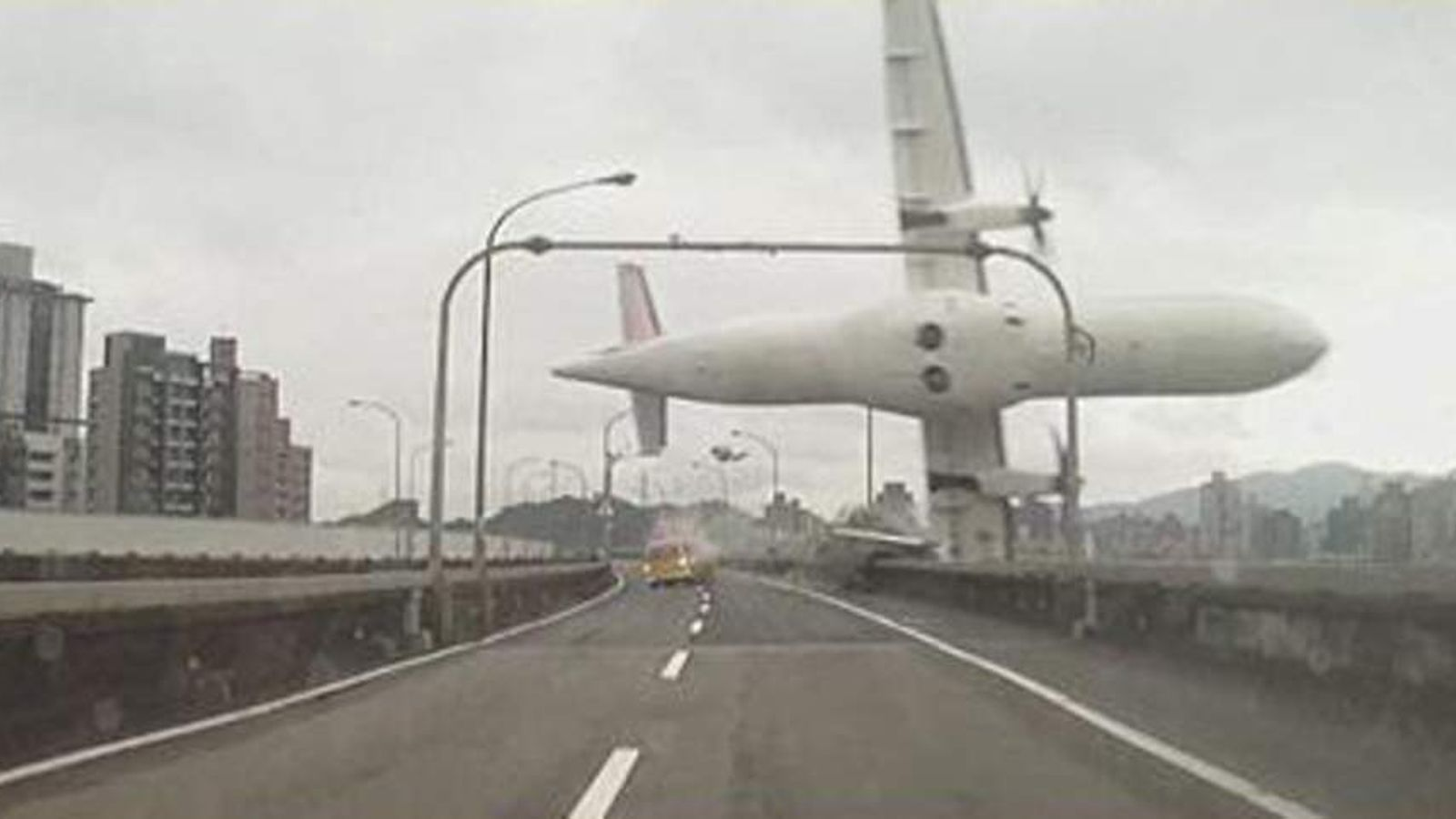 Taiwan Plane Crash Images On Taipei Bridge