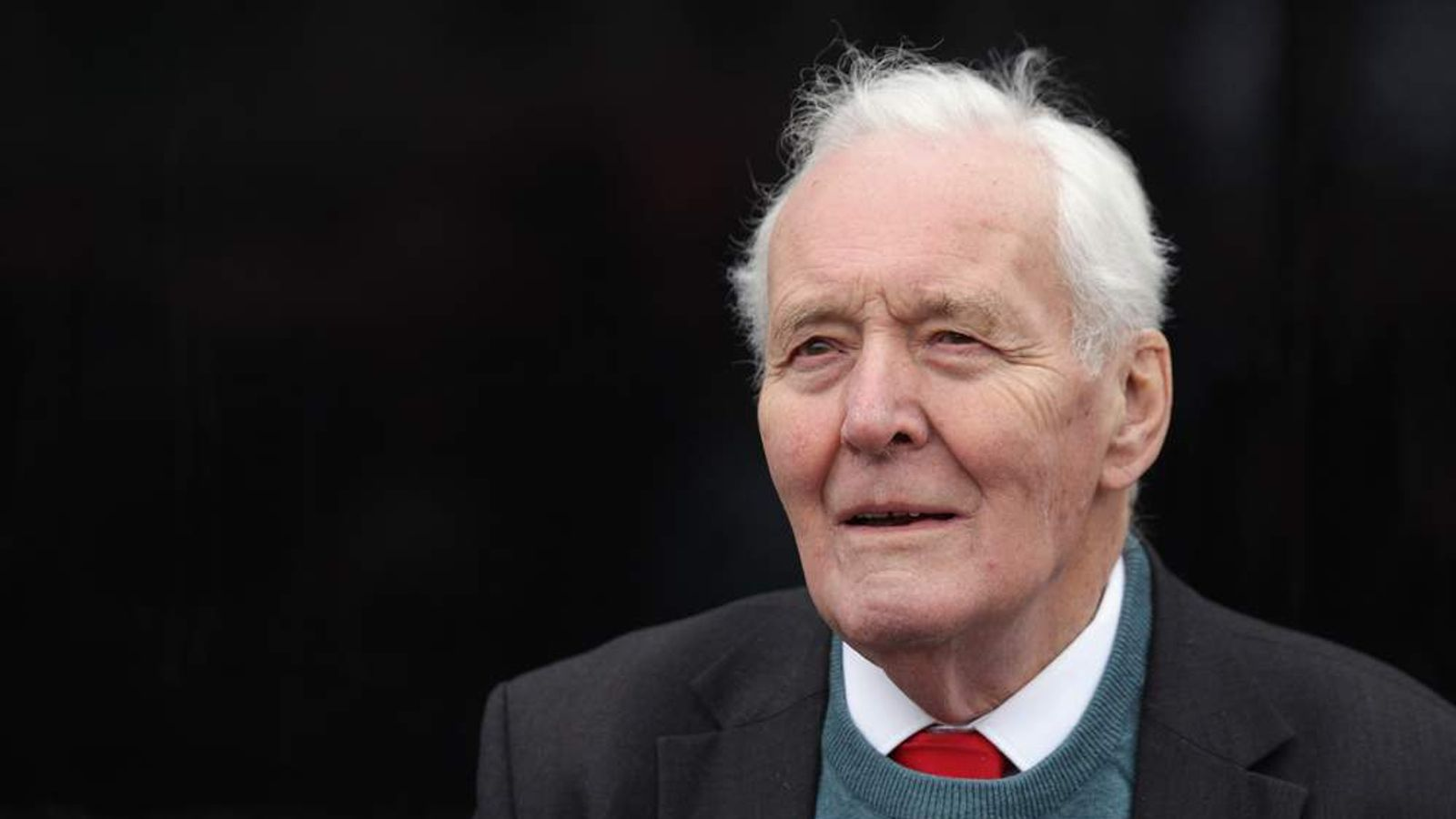 Former Labour MP Tony Benn has contributed money to Julian Assange's bail