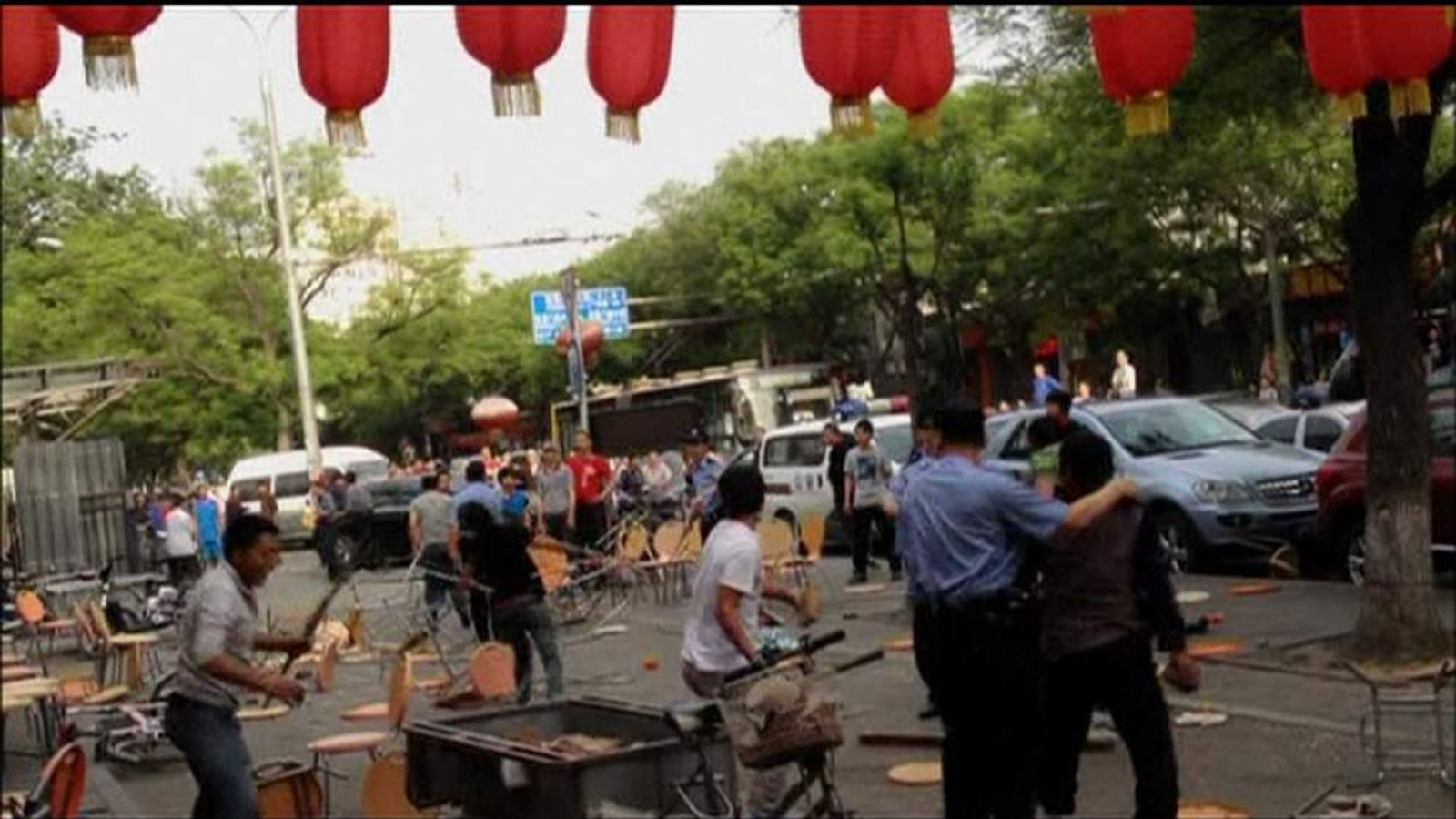 Groups of ethnic Tibetans and Han Chinese fight on the streets of Beijing