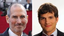 Steve Jobs (L) and Ashton Kutcher