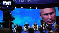 RUSSIA-POLITICS-BANKING-PUTIN