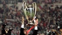 Coach of Ajax Amsterdam Louis van Gaal throws up the trophy after his team won the final in the Euro. BEST QUALITY AVAILABLE