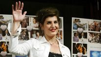 ACTRESS NIA VARDALOS WAVES DURING PHOTOCALL AT NEWS CONFERENCE INTOKYO.