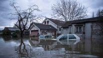 Cars lie underwater in Shepperton