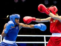 Nicola Adams (L) of Great Britain throws a punch against Cancan Ren (R) of China