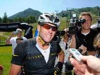 Lance Armstrong finishes the Power of Four Mountain Bike Race