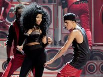 Nicki Minaj and Justin Bieber perform together at the American Music Awards 2012