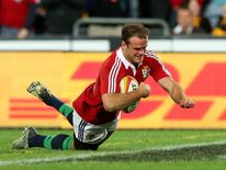 Jamie Roberts scores try for Lions against Australia