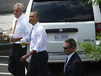 Obama makes Starbucks run