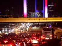 Turkish soldiers block Istanbul's Bosphorus Bridge