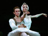 Dmitri Gudanov (L) and Svetlana Lunkina perform Swan Lake