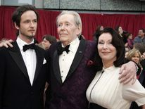 Peter O'Toole with his son Lorcan and daughter Kate in 2007