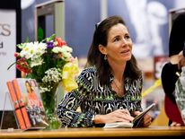 Jenny Sanford Signs Copies Of Her Book In 2010
