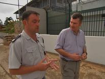 David Bowden (R) talks to Seychelles prison chief