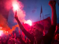 Protestors ligt torches in Taksim Square, Istanbul