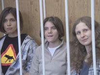 (L-R) Nadezhda Tolokonnikova, Yekaterina Samutsevich, Maria Alyokhina