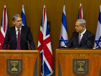 Philip Hammond (L) at a news conference with Benjamin Netanyahu in Jerusalem